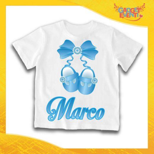 """Maglietta Bianca Maschietto Bimbo """"Scarpine con Nome Personalizzato"""" Idea Regalo T-Shirt Gadget Eventi"""