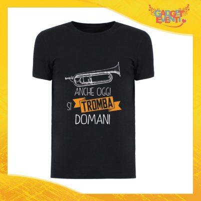 """T-Shirt Uomo Nera """"Anche oggi si tromba domani"""" Maglia Maglietta Maschile Idea Regalo Divertente per un Ragazzo Gadget Eventi"""