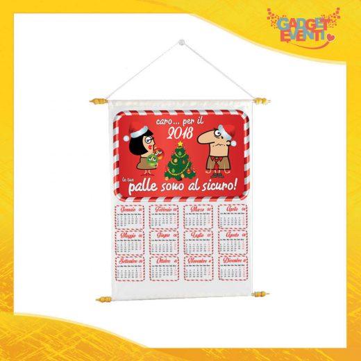 """Calendario Natalizio Personalizzato Grafica Rossa """"Palle al Sicuro"""" con Asta per appenderlo Idea Regalo Festività Natalizie Calendari dell'Avvento Gadget Eventi"""