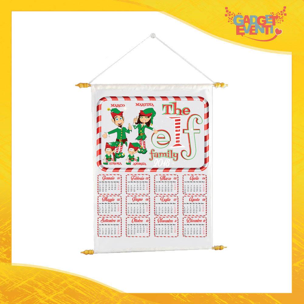 """Calendario Natalizio Personalizzato con Nomi Grafica Bianca """"Elf Family"""" con Asta per appenderlo Idea Regalo Festività Natalizie Gadget Eventi"""