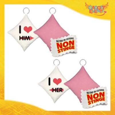 """Coppia di Mini Cuscini di San Valentino Personalizzati Retro Rosa """"Love Him Her"""" Mini Federa dell'amore Idea Regalo per Innamorati Gadget Eventi"""