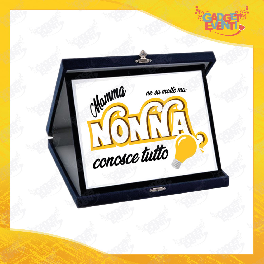 """Targa Decorativa Bianca """"Nonna Conosce Tutto"""" grafica gialla Idea Regalo Festa dei Nonni Gadget Eventi"""
