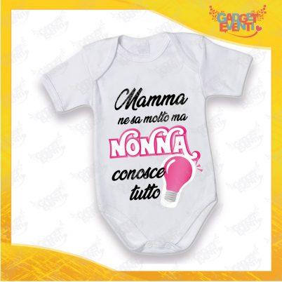 """Body Neonato Bodino Bimba """"Nonna Conosce Tutto"""" grafica fucsia modello manica corta Gadget Eventi"""