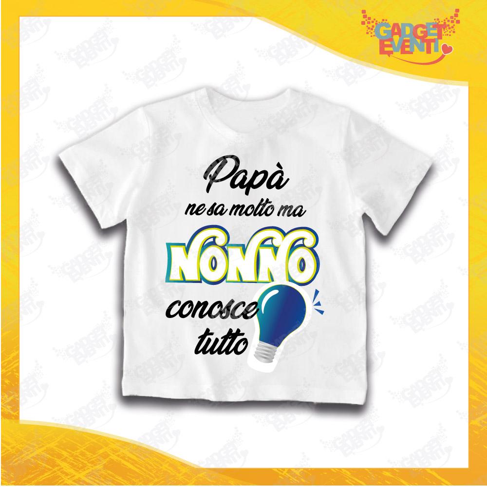 """Maglietta Bianca Bimbo """"Nonno Conosce Tutto"""" Grafica Azzurra Idea Regalo T-Shirt Festa dei Nonni Gadget Eventi"""