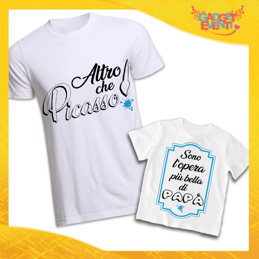 """Coppia di T-Shirt Bianche Padre Figlio Grafica Azzurra """"Altro Che Picasso"""" Magliette Idea Regalo Originale Festa del Papà Gadget Eventi"""