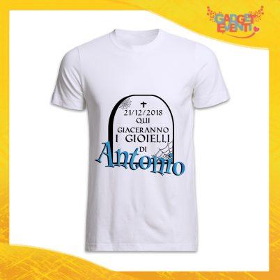 """T-Shirt Uomo Bianca Addio al Celibato Maglietta """"Qui Giaceranno Con Nome e Data"""" Gadget Eventi"""