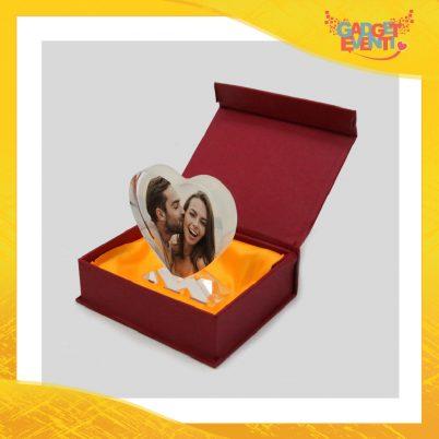 Cristallo a forma di cuore con base e confezioneideato per imprimere foto ricordo.